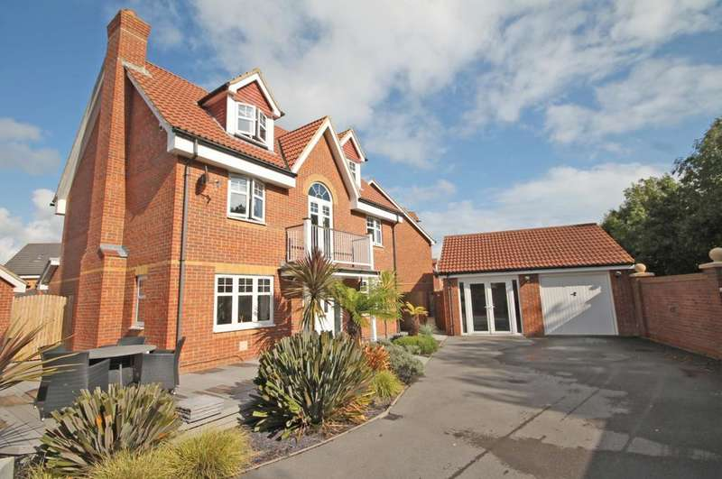 5 Bedrooms Detached House for sale in Magister Drive, Lee on the Solent PO13