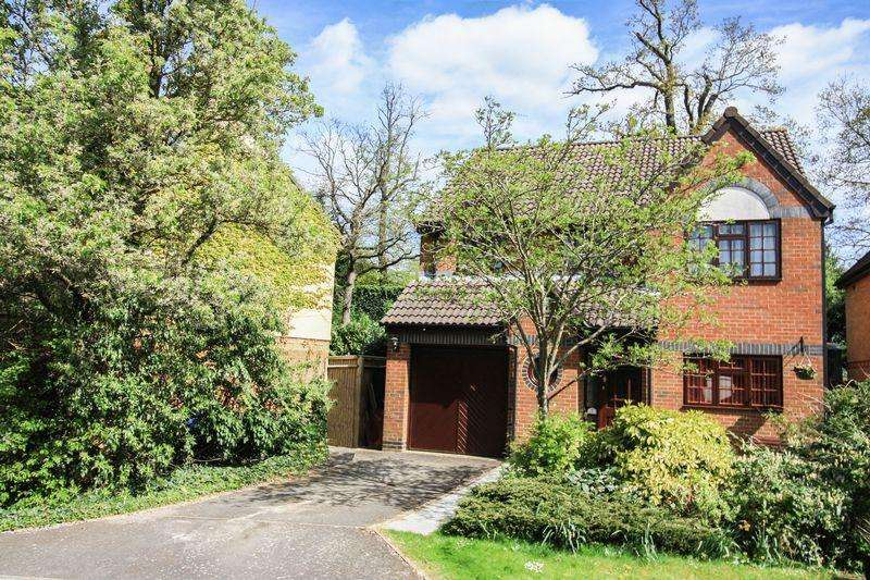 4 Bedrooms Detached House for sale in Heathcote, Maidenhead