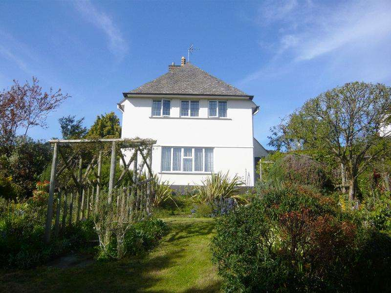 3 Bedrooms Detached House for sale in The Ball, Minehead TA24