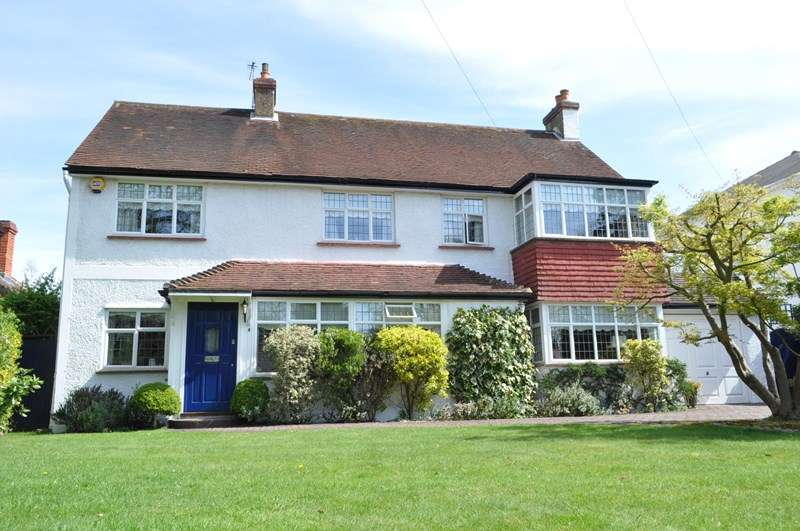 4 Bedrooms Detached House for sale in Harriotts Lane, Ashtead