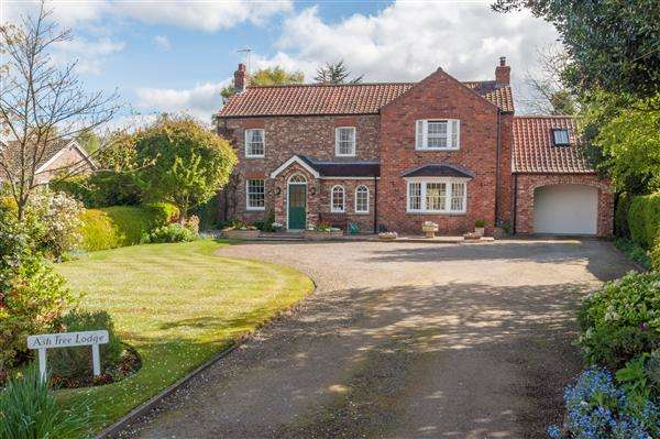4 Bedrooms Detached House for sale in Ash Tree Lodge, Warthill, York