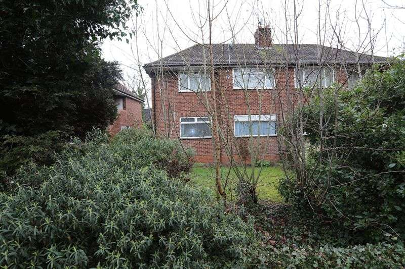 2 Bedrooms Flat for sale in Headley Road, Reading