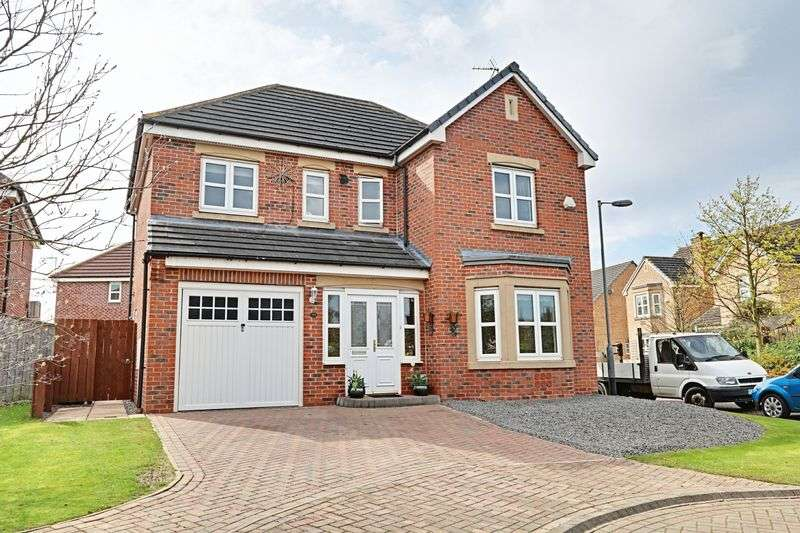 4 Bedrooms Detached House for sale in Budworth Park, Kingswood