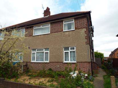 2 Bedrooms Maisonette Flat for sale in Hainault, Ilford, Essex