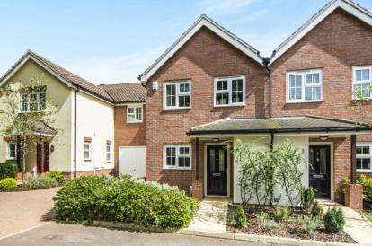 3 Bedrooms Semi Detached House for sale in Crossing Road, Epping, Essex