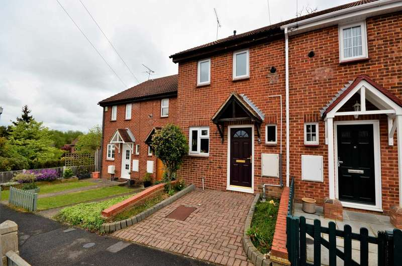 2 Bedrooms Semi Detached House for sale in Connaught Way, Billericay