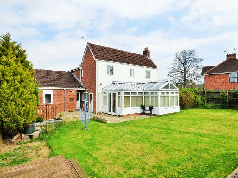 4 Bedrooms Detached House for sale in Kingscroft Road, Hucclecote, Gloucester