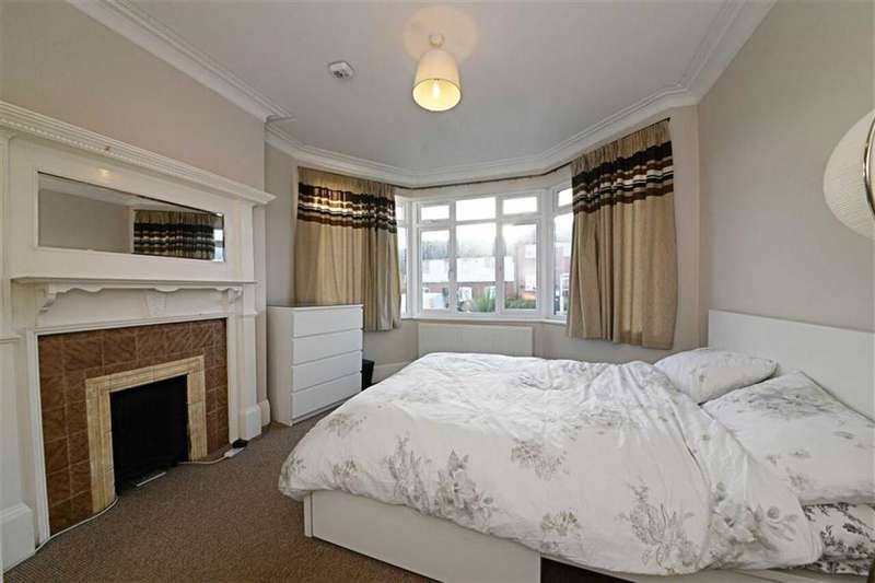 1 Bedroom Property for sale in Squires Lane, Finchley, London, N3