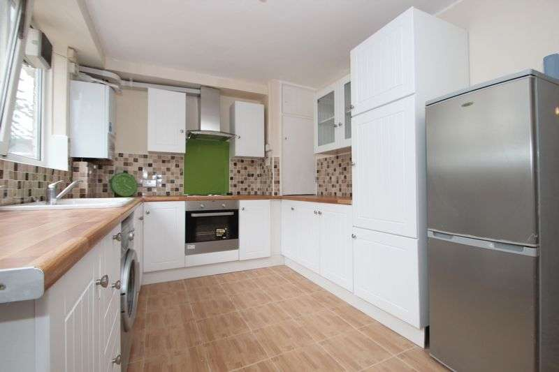 3 Bedrooms Property for sale in Pownall Road, Haggerston, London E8