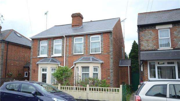 2 Bedrooms Semi Detached House for sale in Briants Avenue, Caversham, Reading