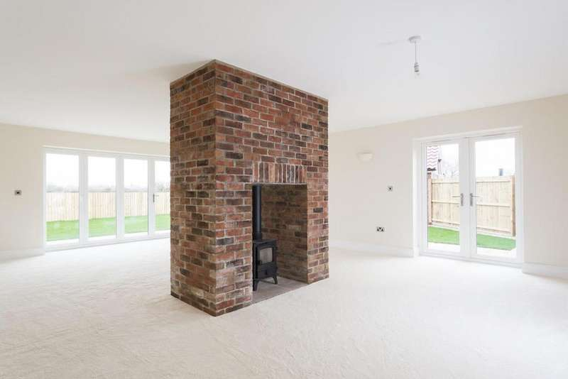 4 Bedrooms House for sale in Wetherby Road, Rufforth, York