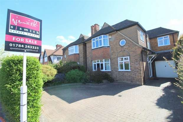 4 Bedrooms Detached House for sale in Village Way, Ashford, Surrey
