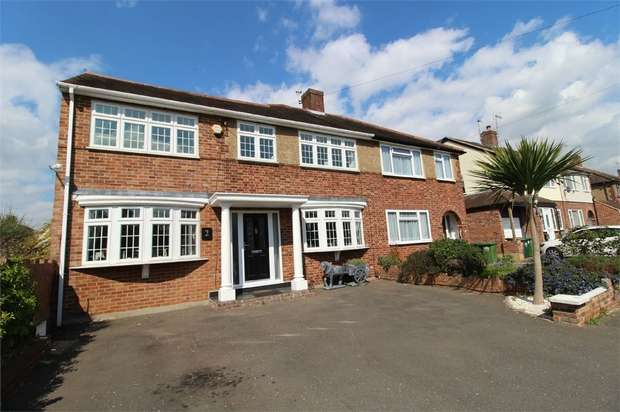 3 Bedrooms Semi Detached House for sale in Gilmore Crescent, ASHFORD, Surrey