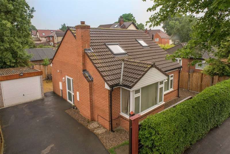 3 Bedrooms Detached Bungalow for sale in Fearnville Road, Leeds, West Yorkshire, LS8