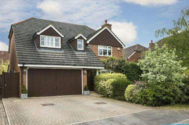 4 Bedrooms Detached House for sale in Holder Close, Shinfield, Reading