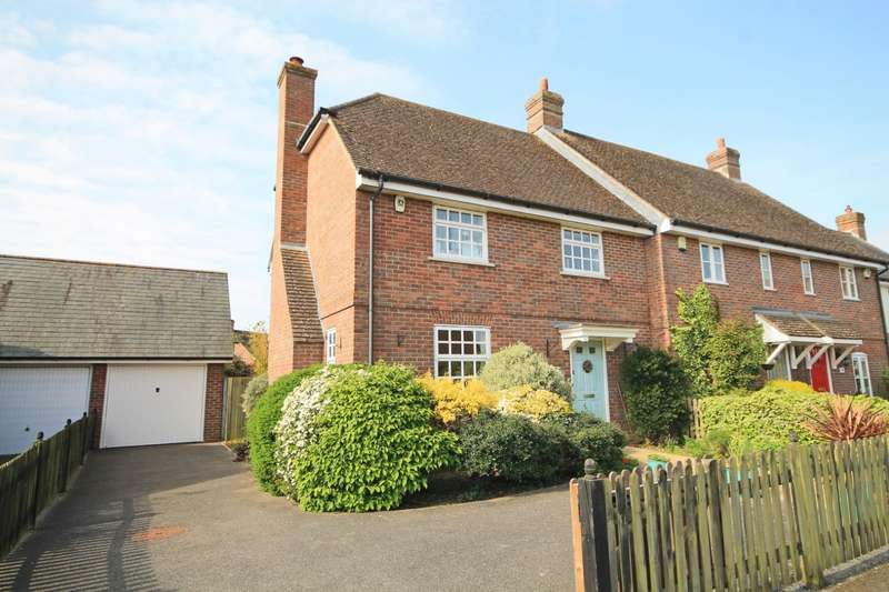 3 Bedrooms Semi Detached House for sale in Luxford Way, Billingshurst, RH14