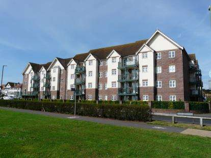 2 Bedrooms Flat for sale in Colin Road, Paignton, Devon
