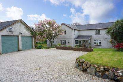 5 Bedrooms Detached House for sale in High Street, St Austell, Uk