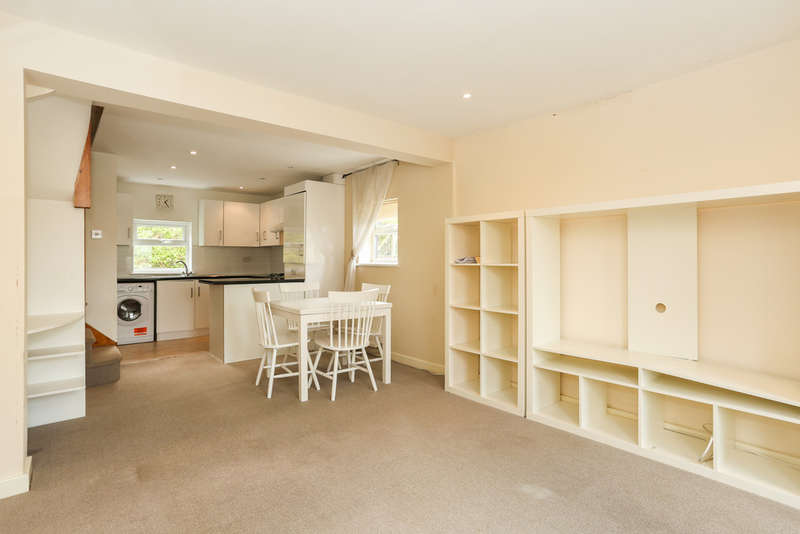 2 Bedrooms Flat for sale in Selsdon Road, South Croydon