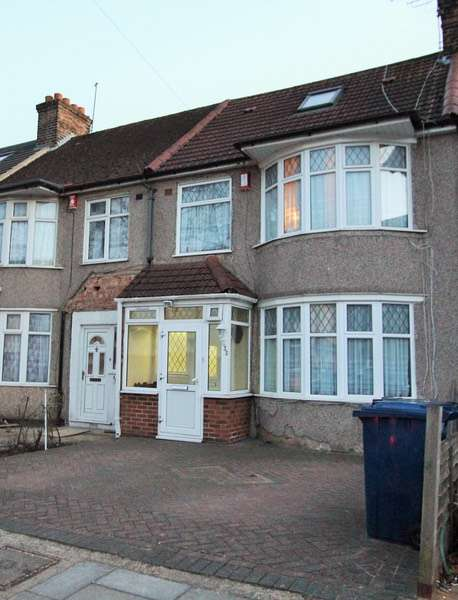 3 Bedrooms Terraced House for sale in Cranleigh Gardens, Southall, London, UB1