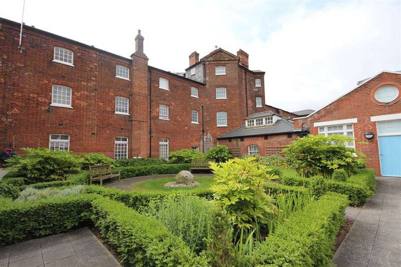 3 Bedrooms Maisonette Flat for sale in Home Bridge Court, Hatfield Road, Witham