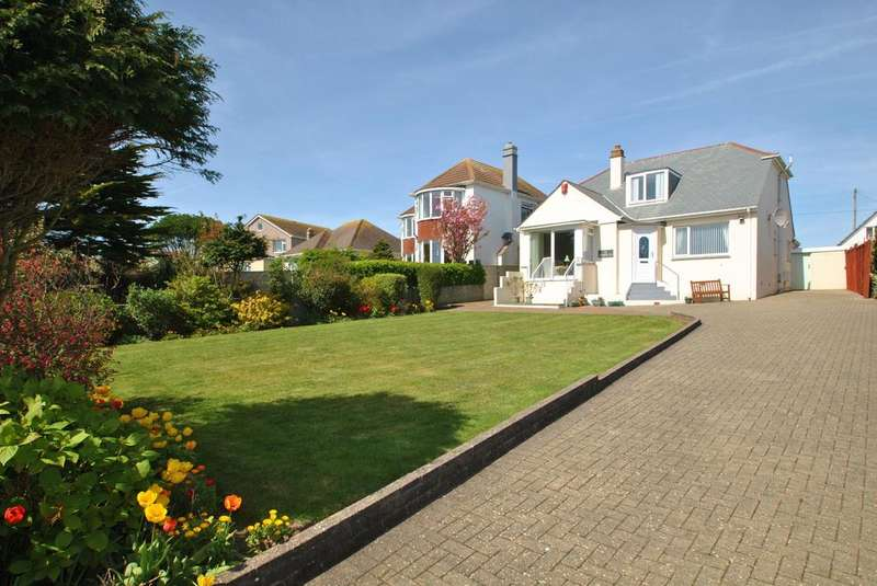 3 Bedrooms Bungalow for sale in Pentire Crescent, Newquay