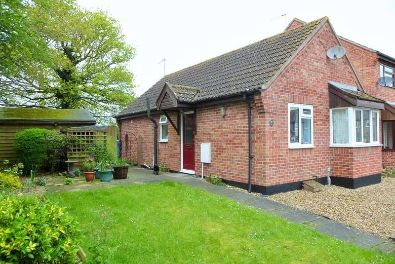 2 Bedrooms Detached Bungalow for sale in Loddon