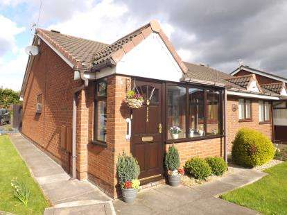 2 Bedrooms Bungalow for sale in St. Helens Road, Leigh, Greater Manchester