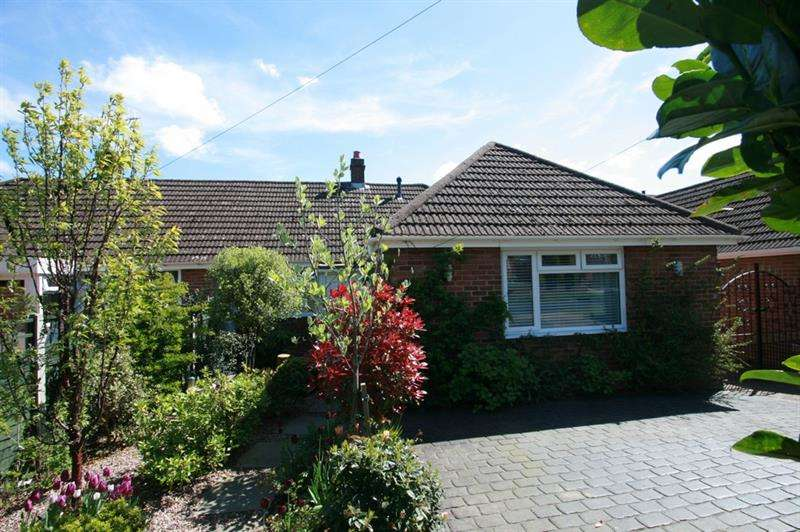 2 Bedrooms Semi Detached Bungalow for sale in Pinewood Avenue, Havant