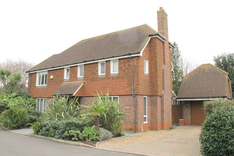 4 Bedrooms Detached House for sale in Swordfish Close, Lee-On-The-Solent