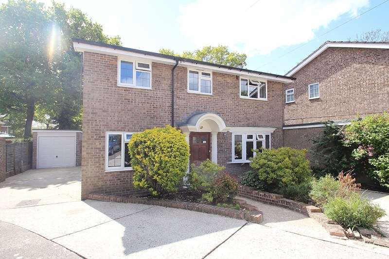 4 Bedrooms Detached House for sale in Bartlett Close, Fareham