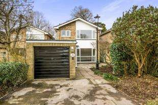 3 Bedrooms Detached House for sale in Jason Close, Redhill, Surrey