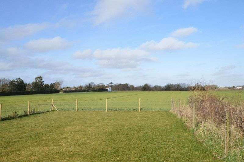 3 Bedrooms Semi Detached House for sale in Reedham, NR13