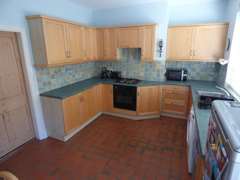 2 Bedrooms Terraced House for sale in *** ALL REASONABLE OFFERS CONSIDERED*** Chapel Street, Marske By The Sea