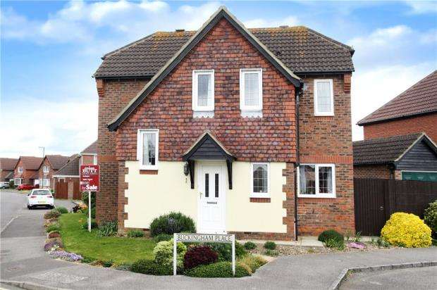 3 Bedrooms Detached House for sale in Buckingham Place, Rustington, West Sussex, BN16