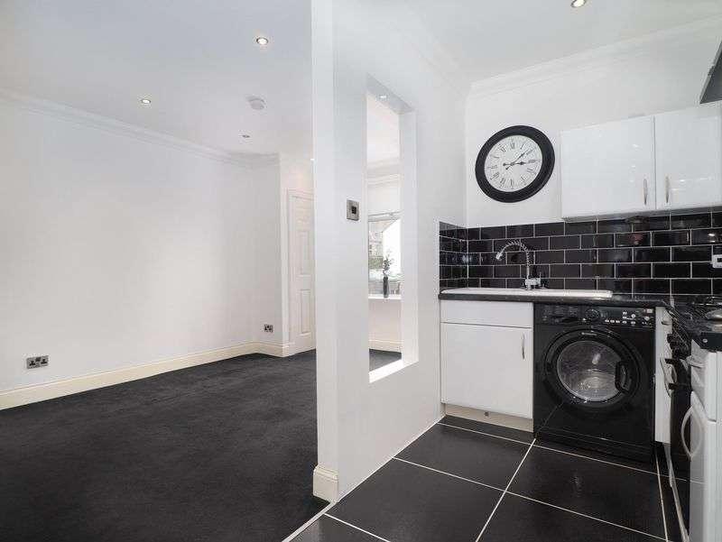 1 Bedroom Flat for sale in 163 Old Town, Broxburn, EH52 5HJ