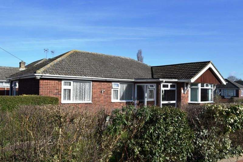 3 Bedrooms Detached Bungalow for sale in Holton Court, Holton-le-Clay