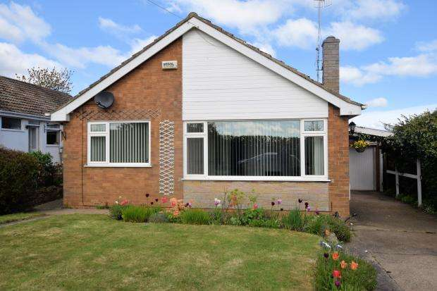 3 Bedrooms Detached Bungalow for sale in Limestone Road, Burniston, North Yorkshire YO13 0DG