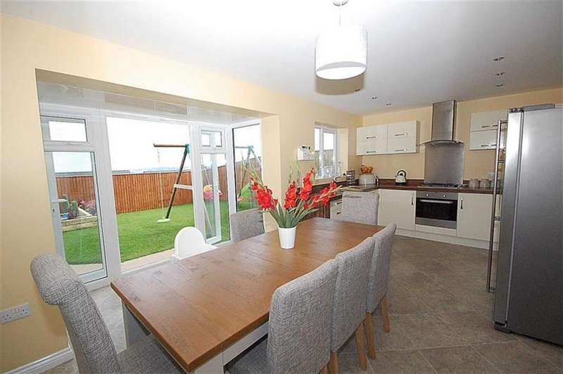 4 Bedrooms Detached House for sale in Dryden Way, Lindley, Huddersfield, HD3