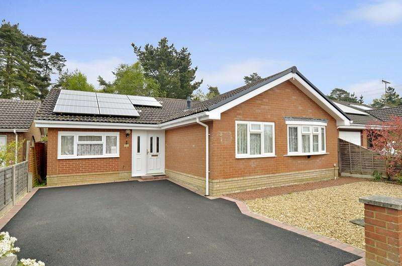 4 Bedrooms Detached Bungalow for sale in Lavender Close, Verwood