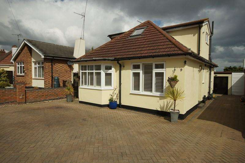 4 Bedrooms Detached House for sale in Woodcutters Avenue, LEIGH-ON-SEA