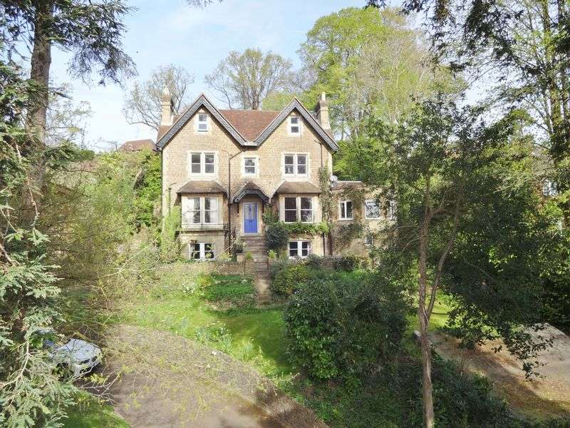 2 Bedrooms Flat for sale in Shadyhanger House, Godalming