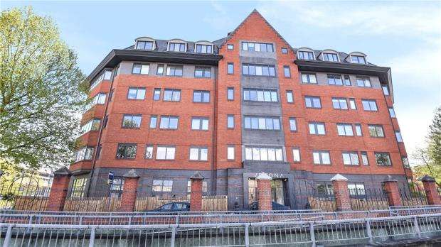1 Bedroom Apartment Flat for sale in Verona Apartments, Wellington Street, Slough