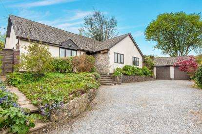 4 Bedrooms Bungalow for sale in Christow, Exeter, Devon