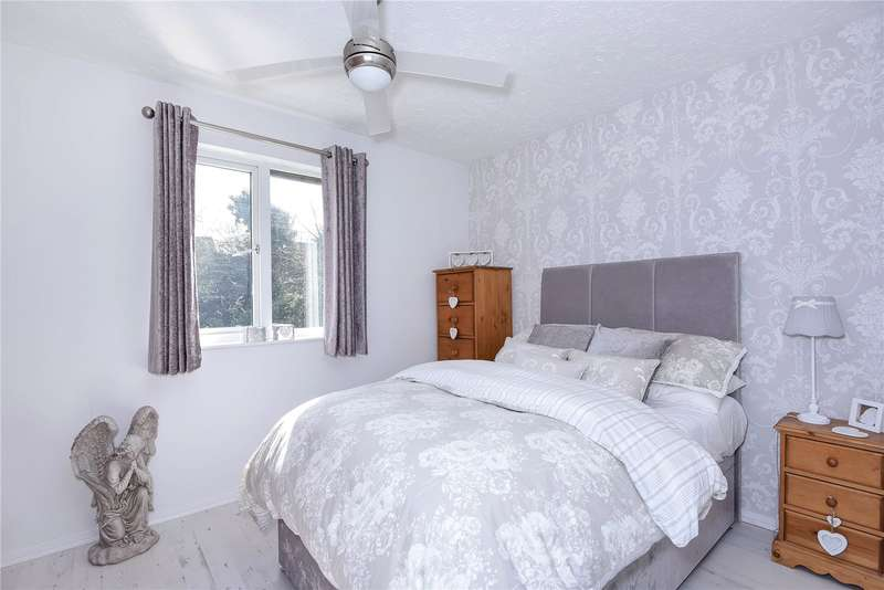 2 Bedrooms Terraced House for sale in Rabournmead Drive, Northolt, Middlesex, UB5