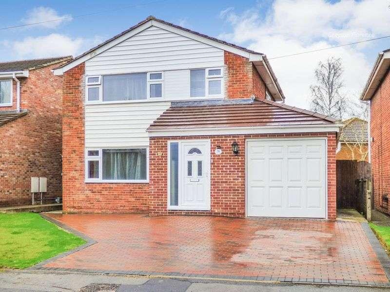 4 Bedrooms Detached House for sale in Lyneham Way, Trowbridge