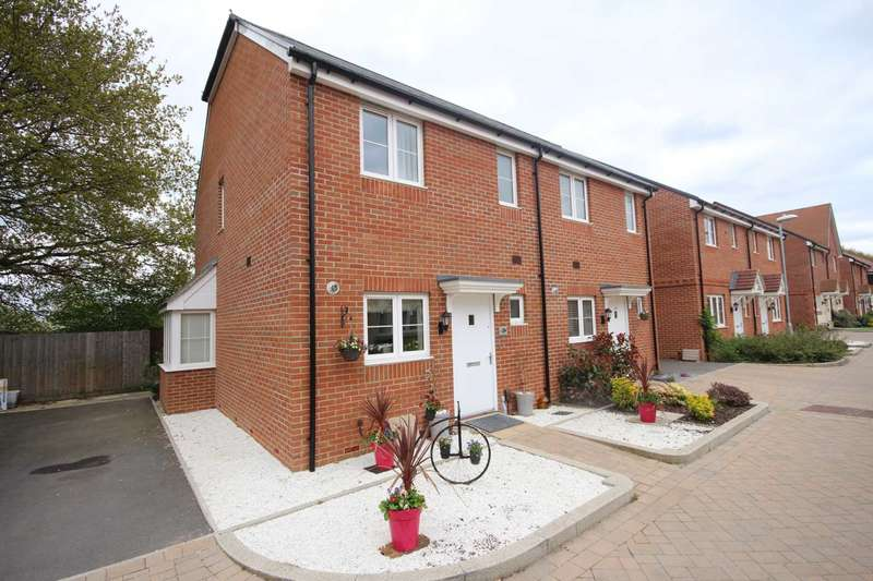 2 Bedrooms Semi Detached House for sale in Redstart Croft, Bracknell