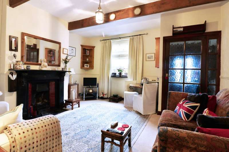 2 Bedrooms Terraced House for sale in Rochdale Road, BURY, Lancashire, BL0