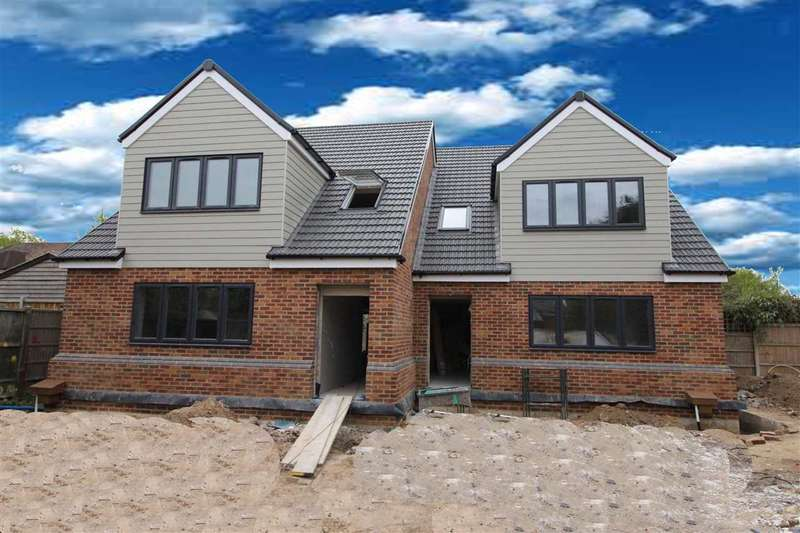 4 Bedrooms Semi Detached House for sale in Connaught Avenue, Grays