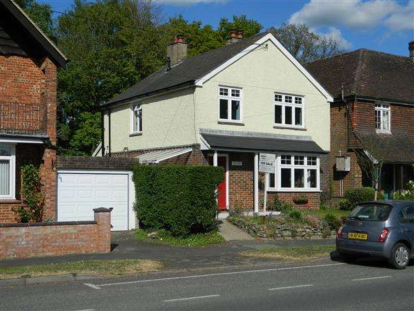 3 Bedrooms House for sale in September Cottage, New Road, Midhurst